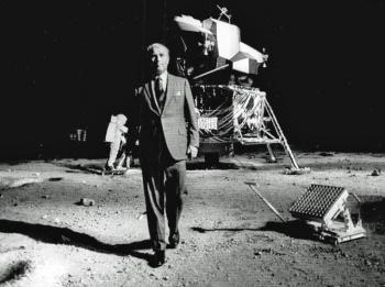 Image result for pendaratan di bulan