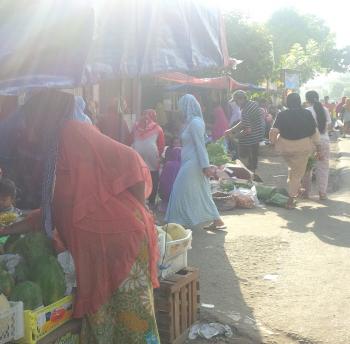 Hangatnya Pasar Kriyek Pesisir Lamongan Sehangat Pelukan