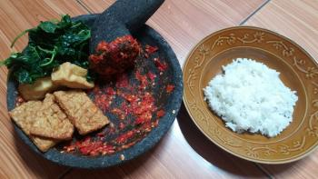 Makan Bersama Keluarga Adalah Surga Yang Paling Sederhana