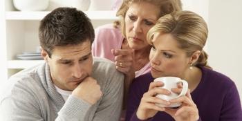 Ini Bahayanya Apabila Suami Lebih Mengutamakan Ibunya Daripada Istri