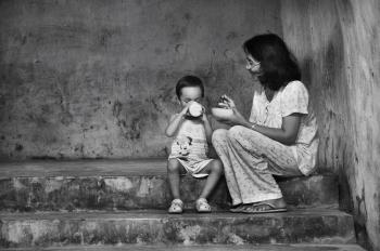 3 Kisah Inspiratif Perjuangan Seorang Ibu Demi Menghidupi