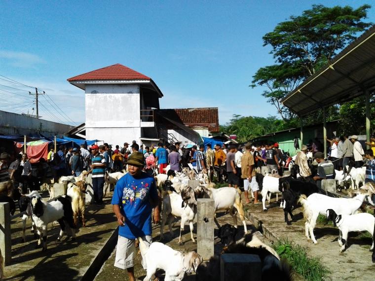 Mengenal Hari Pasarannya Orang Jawa yang Masih Eksis hingga Kini