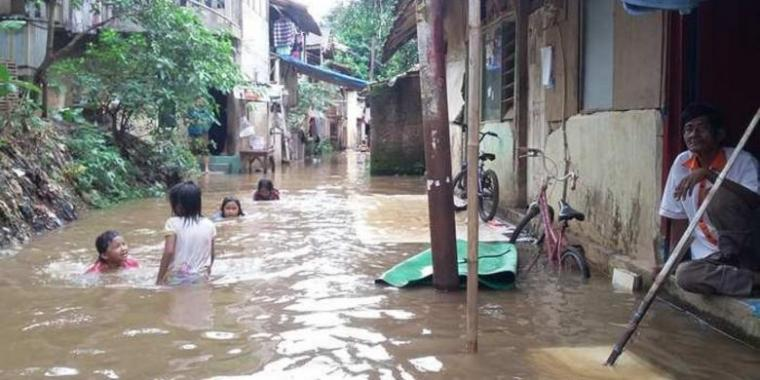Banjir Gara-gara Bangun Rumah Membelakangi Sungai?