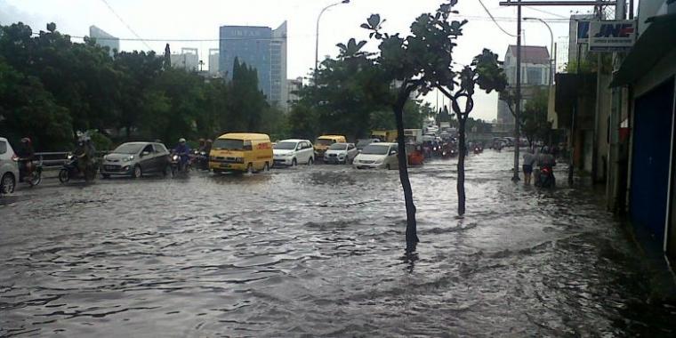 """Masalah Klasik Jakarta """"Banjir"""", Saatnya Menggunakan Aplikasi Z-Alert & Zurich Insurence"""