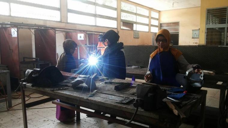 Wanita-wanita Perkasa di Program Keahlian Ganda SMK