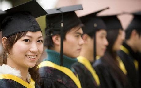 Kartini Masa Kini: Mau Sekolah Tinggi (Masih) Dibully