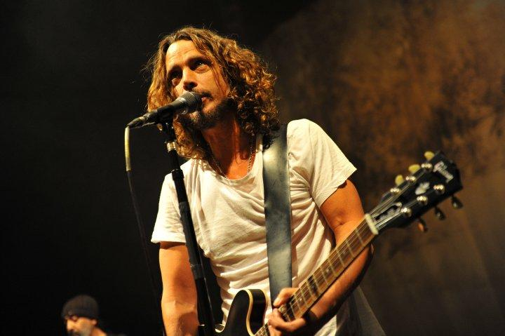 Chris Cornell, Pergi dalam Sepi