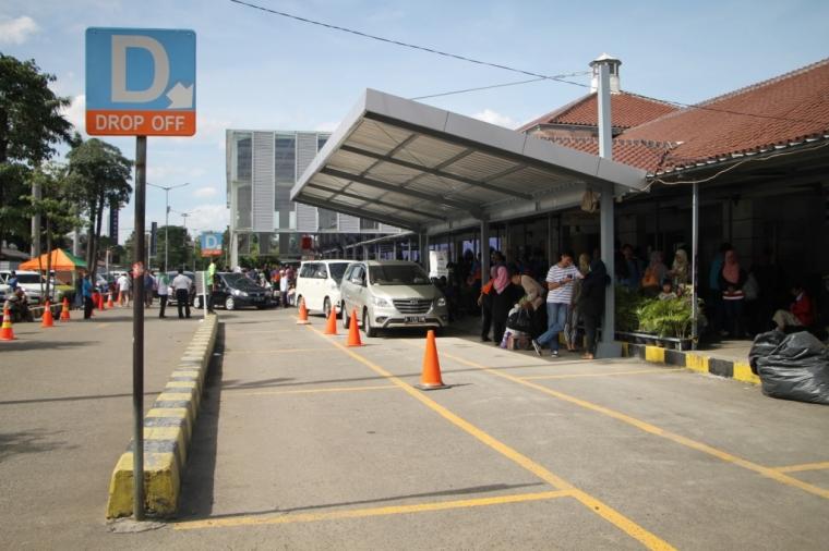 Hindari Kepadatan, Flow Area Parkir Stasiun Pasar Senen Diubah