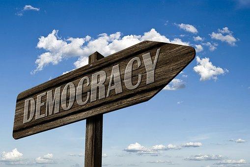 Meluruskan Makna Demokrasi