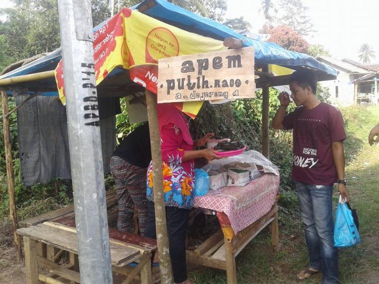 Nyenyore Ramadan: Berburu Apem di Bumi Kerajaan Salakanagara Mandalawangi, Banten