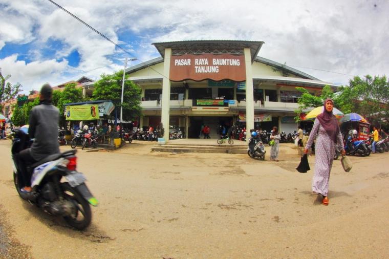 Mengulik Pasar Tanjung hingga Ujung Murung