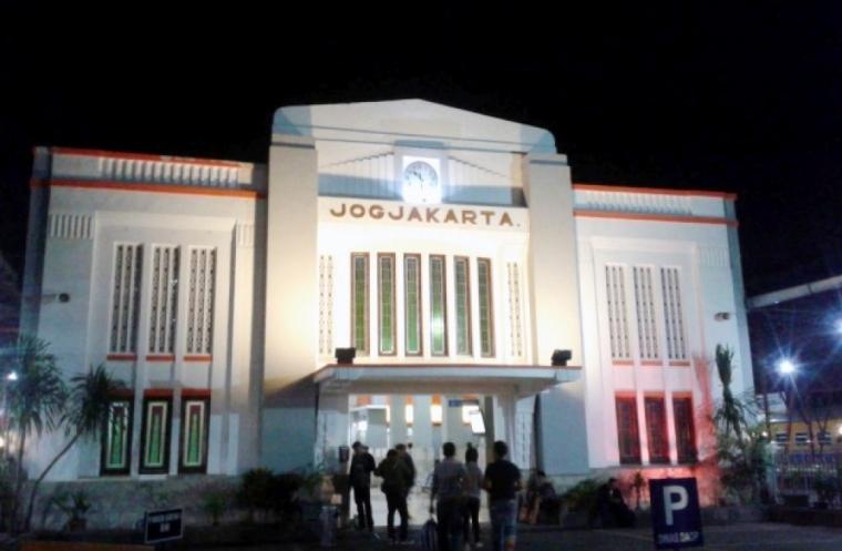 Segitiga Yogya 80-an: Fungsi Lain Kantor Telkom Kotabaru dan Stasiun Tugu