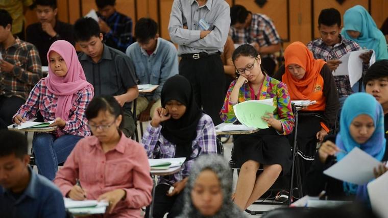 Ujian Masuk Perguruan Tinggi: Amerika vs Indonesia