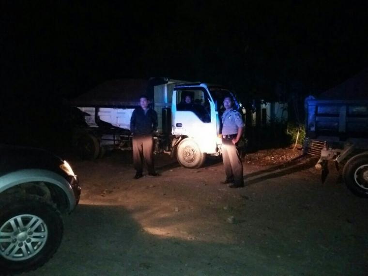 Hindari Komplain dari Masyarakat, Kapolsek Cidahu Tindak Truk Pasir Operasional di Malam Hari