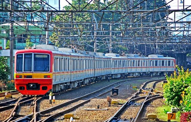 Wisata Aman, Cepat, dan Murah Menggunakan Commuter Line