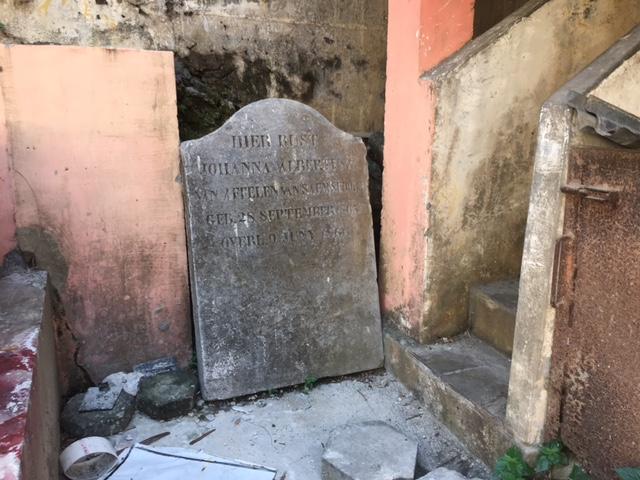 Makam Belanda yang Kesepian di Pasar Beringharjo