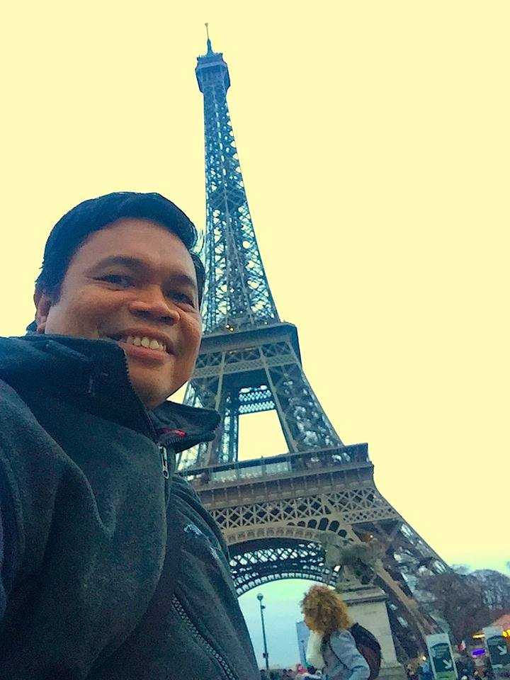 Puisi|  Under the Eiffel Tower