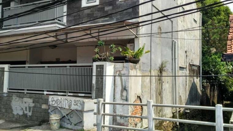 Kabel Menjuntai Hampir Menyentuh Tanah, PLN Mampang Kemana?