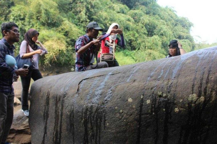 Harumnya Dupa di Muara Cianteun, Sisa Kerajaan Tarumanegara