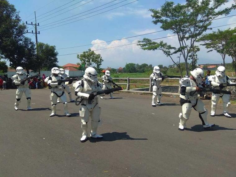Stormtrooper Invasi Kraksaan, Bumblebee & Gundam Datang Membasmi