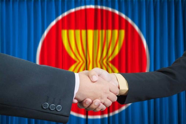 Ketika Indonesia Berusia 72 Tahun dan ASEAN Genap Setengah Abad, Siapa Melindungi Siapa?