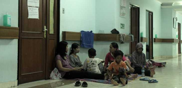 Perlukah Keluarga Menunggu Pasien yang Dirawat?
