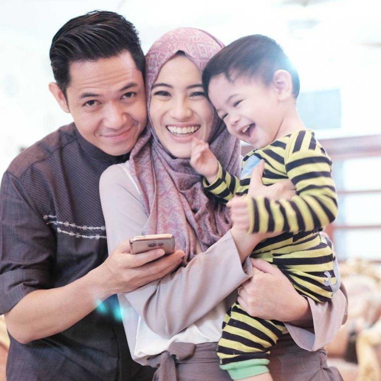 Kiat Bangun Keluarga Harmonis melalui Media Sosial
