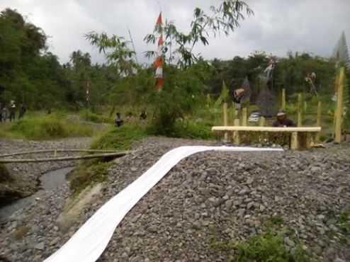 Merti Kali Boyong (2): Wayangan di Tengah Sungai