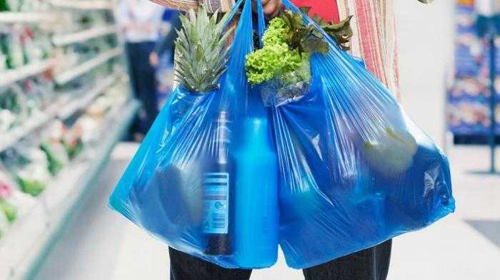 Mengapa Kita Sulit Lepas dari Jerat Kantong Plastik?
