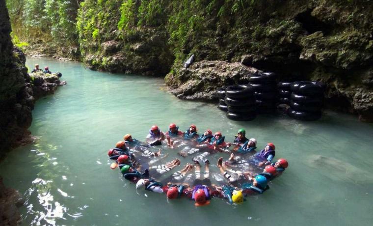Menyusuri Keindahan Sungai Bawah Tanah di Goa Kalisuci