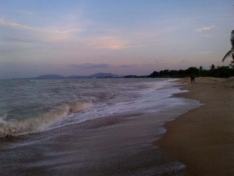 Senja di Pantai Batu Bedaun