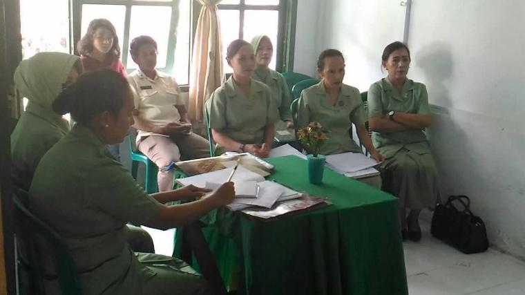 Bina Istri Prajurit, Persit Kodim Tual Gelar Pertemuan dan Olah Raga Bersama