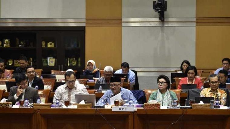 Berhadapan dengan KPK, Komisi III DPR Kelabakan, Bicarannya Ngawur