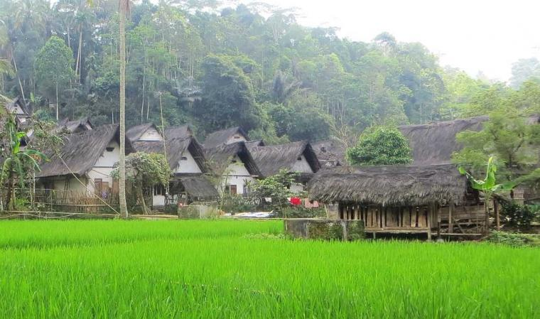 Petualangan Naik Angkutan Umum ke dan dari Kampung Naga