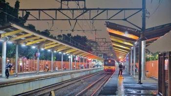 Kereta Terakhir oleh Nur Ansar Halaman all - Kompasiana com