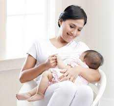 Posisi yang Benar Saat Menyusui Bayi