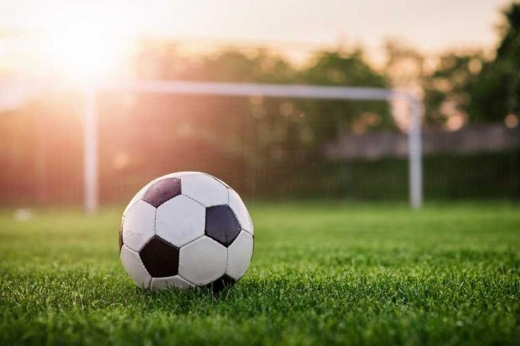 Romansa Sepak Bola dan Politik