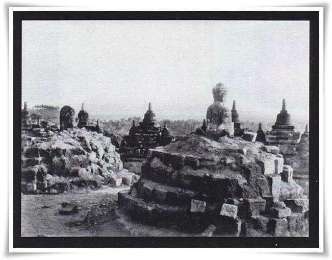 Candi Borobudur Pada 1814: Masih Tertutup Pepohonan dan Semak Belukar