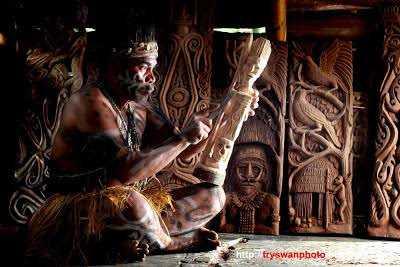 Seni Ukir Asmat Lahir dari Upacara Keagamaan