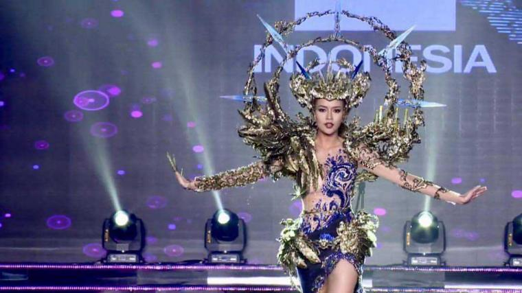 """National Costume"" Indonesia Memukau Dunia"