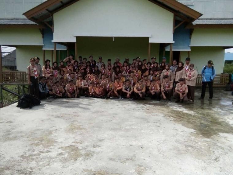 Pelepasan Kontingen Kwarran Jongkong Menuju Kemah Bhakti HUT Pramuka 56 Kapuas Hulu