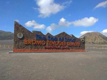 Tugu Di Lautan Pasir Gunung Bromo Untuk Apa Kompasiana Com