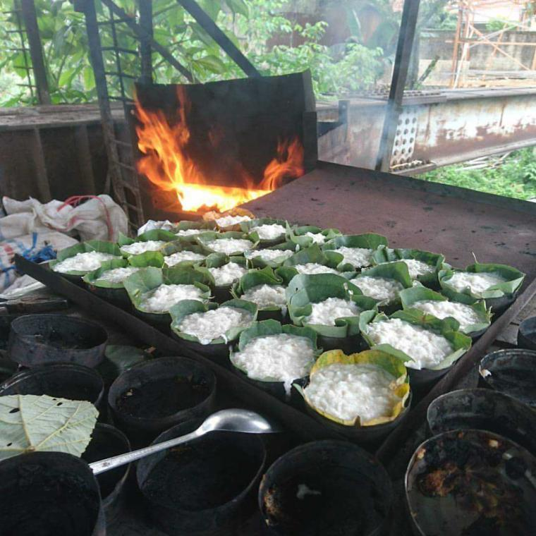 Mengintip Pembuatan Kue Bika Panggang ala Padang