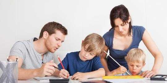Pola Asuh Orang Tua terhadap Perkembangan Psikologi Anak Tidak Tergantikan oleh Apapun dan Siapapun