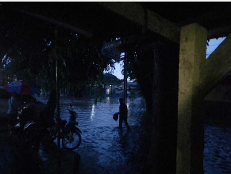 "Satu Jam Hujan,  Jakarta Terendam Banjir ""Lagi"""