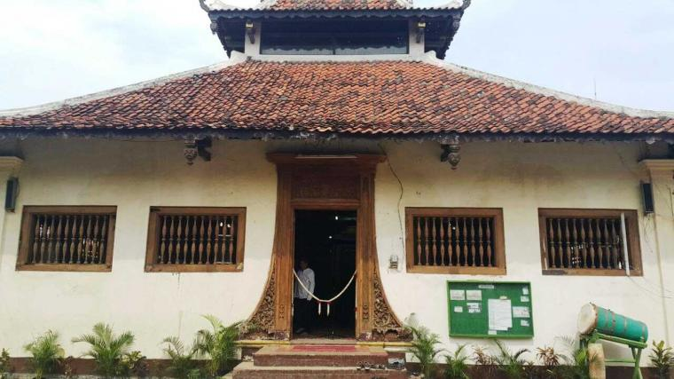 "Masjid Angke Cerminan ""Indonesia Mini"""