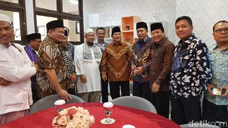 Makna dari Pertemuan Prabowo - Amien Rais