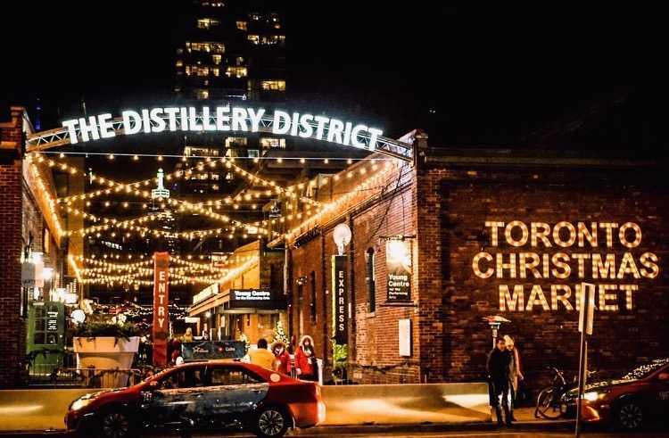 """Membeku di """"Christmas Market Toronto"""""""