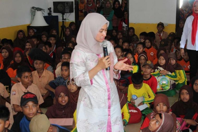 Indah Putri Indriani dan Pelajar Kampanyekan Bahaya HIV-AIDS