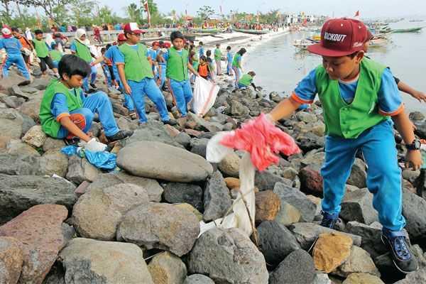 Indonesia Bebas Sampah Plastik di Laut, Mungkinkah?